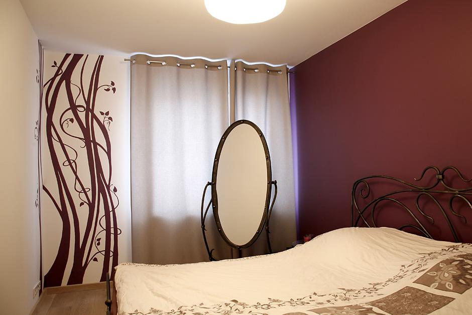 Liliowy ornament w sypialni