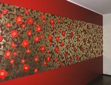 Czerwone róże na złotym tle